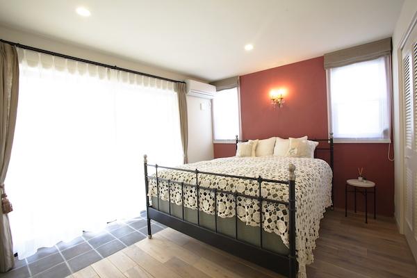ベッド.暖色.1